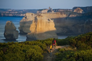 Couple hiking on the Great Ocean Walk aug21nationalparksnationalparkscoverVIC victoria ; text by Brian Johnston ...
