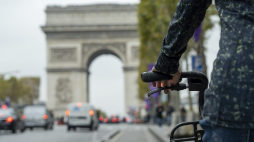 Tour Paris by bike with Arc de Triomphe in the background.