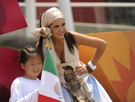 A visitor poses with a model at the Mexican pavillion.