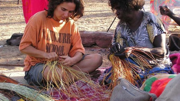 Traditional Aboriginal Basket Weaving : Arnhem land aboriginal tourism weaving classes