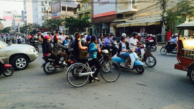No give way: Phnon Penh traffic